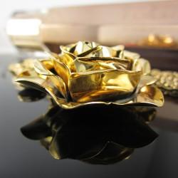 Collar Rosa en Bronce con Baño Oro